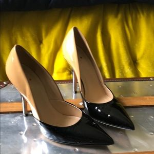 Kate Spade Black and Tan parent leather pumps